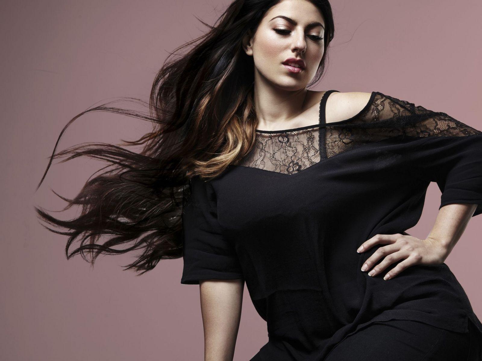 Curve Modeling in Sandra Reynolds